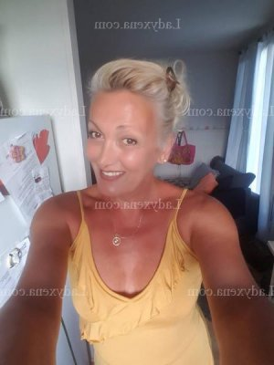 Ellinor escorte girl sexemodel massage naturiste